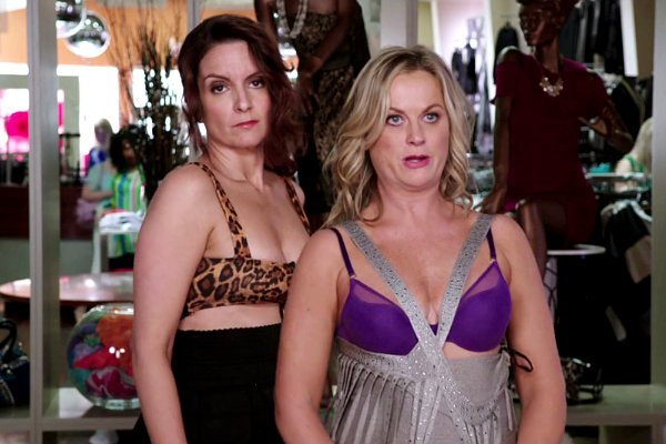amy-poehler-and-tina-fey-hold-wild-party-in-sisters.jpg