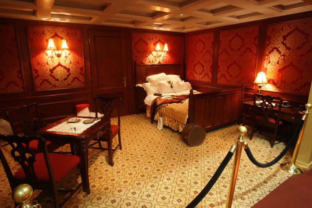 titanic-bedroom-glscjpg-a66f308bdb9f8173.jpg